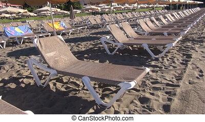 sunbeds, plage sable