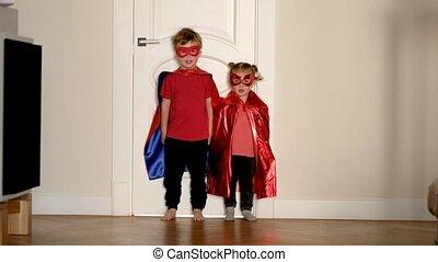 superheroes, costumes, course, appareil photo, porter, enfants, peu
