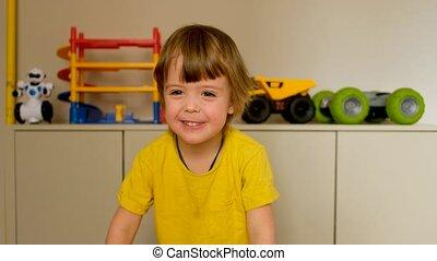 sur, petit garçon, appareil photo, dit, adorable, elle-même