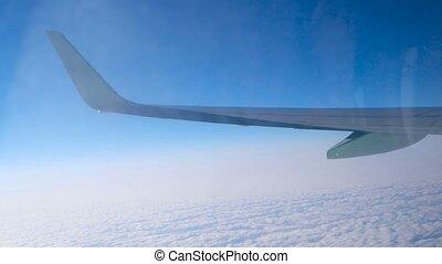 sur, voler, fenêtre, couverture, avion, par, sale, vue, aile, nuage, réflexions
