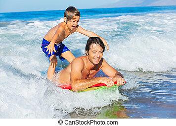 surfer, style de vie, vague, père, insouciant, ensemble, fils, tandem, attraper, amusement, sourire, océan, heureux