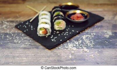sushi, japonaise, baguettes., rouleau, nourriture., ensemble