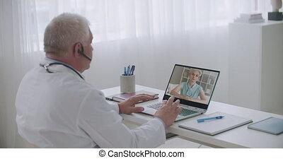 symptômes, internet, sur, docteur, ligne, adulte, rendez-vous, conversation, patient, thérapeute, femme, consultant