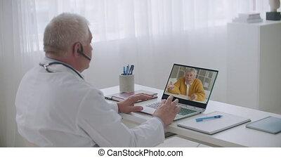 symptômes, internet, sur, docteur, personnes agées, ligne, gastroenterologist, conversation, patient, rendez-vous, consultant, mâle