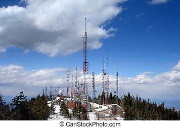 tã©lã©viseur, sommet montagne, tours, émetteur, radio