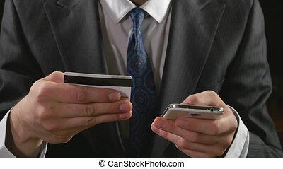 téléphone, banque, jeune, crédit, homme affaires, carte, ligne, utilisation, intelligent