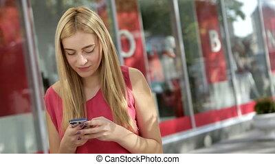 téléphone, blond, amis, elle, bavarder, mignon, rue, utilisation