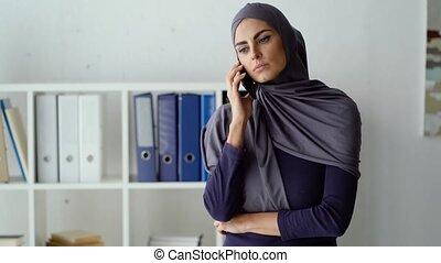 téléphone, désagréable, elle, conversation, femme, musulman, patron, avoir