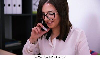 téléphone, femme affaires, conversation