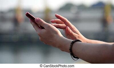 téléphone, mains, sms, dactylographie