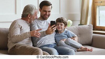 téléphone, rire, hommes, utilisation, intelligent, heureux, multi, générations, famille, âge