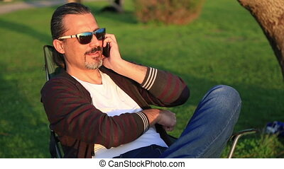 téléphone, séance, garez banc, conversation, intelligent, homme