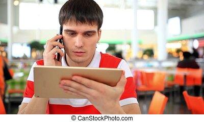 téléphone, tablet., regarder, conversation, hd., homme affaires, 1920x1080