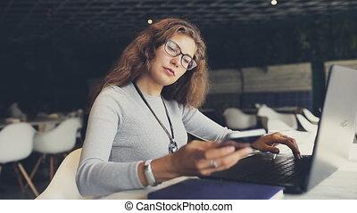 téléphoner femme, café, business, conversation