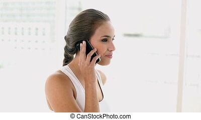 téléphoner femme, jeune, crise, conversation