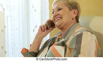 téléphoner femme, mûrir, bavarder