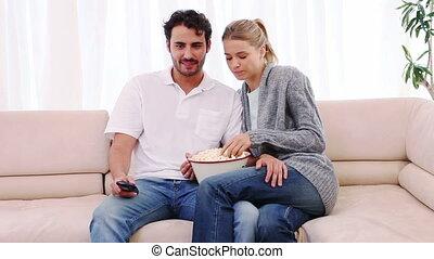 télévision regardant, couple, film