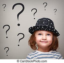tête, questions, pensée, beaucoup, haut, regarder, au-dessus, girl, gosse, chapeau, heureux