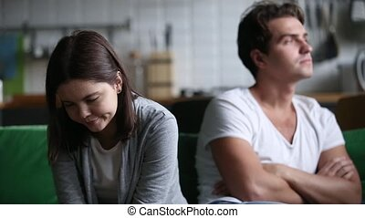 têtu, épouse, éviter, fâché, offensé, mari, frustré, parler