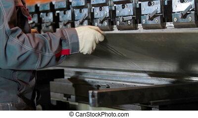tôle, ouvrier, usine, coude, mains