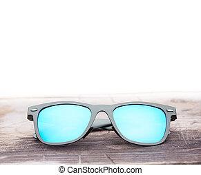 table bois, moderne, lunettes soleil, miroir