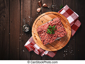 table bois, viande hachée