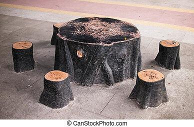 table, pierre