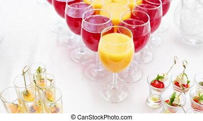 tables, drinks., alcool, cocktail, restaurant, bol, alcoolique, métal, glace, verre, buffet, gratuite, partie., transparent, fête, sticking.