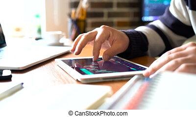 tablette, bureau, charts., pc, homme affaires, travaux, stockage