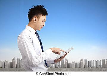 tablette, jeune, pc, tampon, tenue, toucher, homme affaires