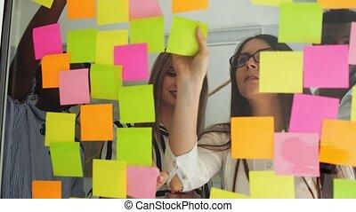 tard, partage, bureau fonctionnant, données, moderne, idées, ensemble, créatif, heures, verre, brain-storming, nuit, équipe, business, après