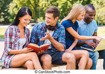 temps, nous, amour, gens, ensemble., dépenser, heureux, jeune, reposer ensemble, quatre, dehors, quoique