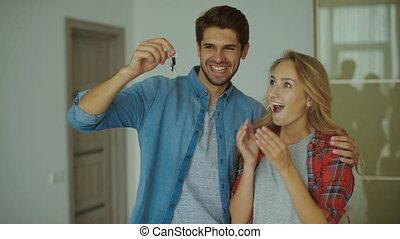 tenue, couple, clã©, nouveau, apartment., heureux