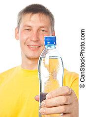 tenue, jeune, bouteille eau, heureux, homme