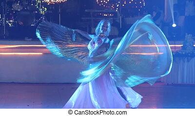 théâtral, danse, jeune, déguisement, girl, ailes