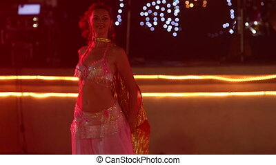 théâtral, danse, jeune, danses, déguisement, girl, ailes, ventre