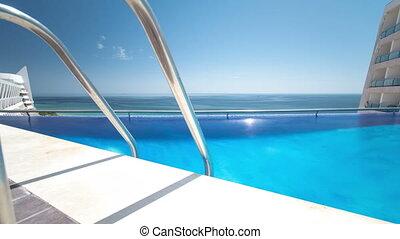 timelapse, sesimbra, portugal, hôtel, ensoleillé, réflexions, piscine, natation