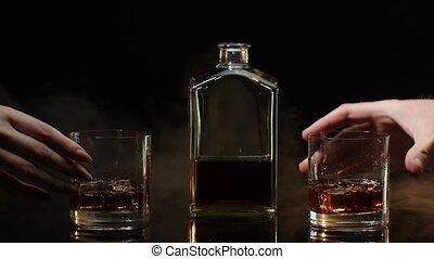 toast, fond, glace, bonne disposition, confection, cubes, deux, cognac, mains, whisky, noir, lunettes