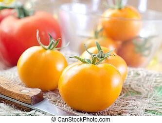 tomate, jaune