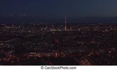 tour, grand, mince, ville, night., sur, urbain, tv, voisinage, grand, aérien, dominant, germany., ville, vue, fernsehturm., vol, berlin