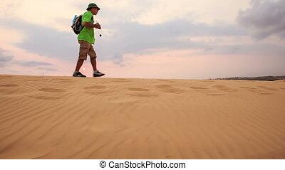 touriste, dunes, sable, contre, horizon, promenades, long, crête, blanc