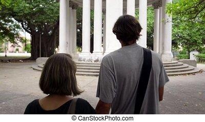 touristes, femme, visite, jeune homme