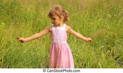 tourner, tenant mains, girl, herbe, rond, lames