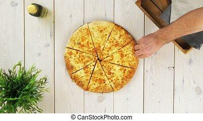 tranches, sommet, trois, mains, vue, prendre, pizza