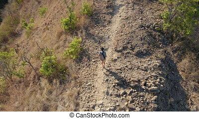trekking, homme, coup, montagnes, aérien, jeune