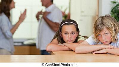 triste, parents, animation, maison, enfants, fond
