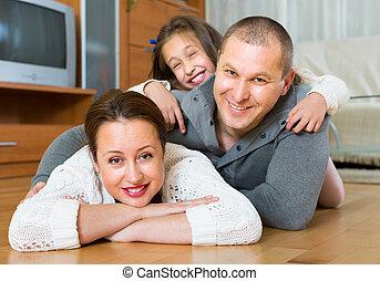 trois, maison heureuse, famille