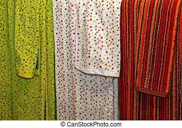 trois, serviettes