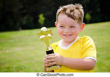 trophée, sien, jeune, uniforme, joueur, nouveau, football
