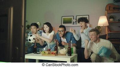 tv, maison, football, ventilateurs, jeu, nuit, victoire, célébrer, regarder